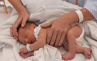 Eine natürliche Geburt ist auch möglich, wenn die Frau schon mal einen Kaiserschnitt hatte. Es gibt aber Ausnahmen