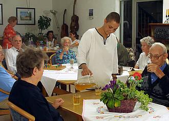 Pflegende Angehörige gönnen sich kaum Auszeit
