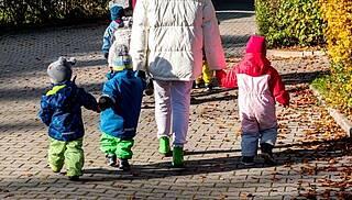 So ansteckend wie ein Erwachsener: Eine Studie der Charité zeigt, dass infizierte Kinder hohe Mengen des Coronavirus in sich tragen