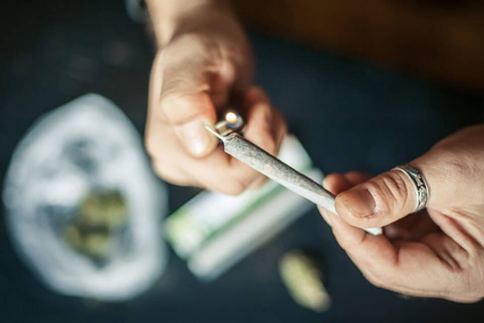Löst Cannabis eine Psychose aus? Ja, sie kann, sagt die Forschung. Das Risiko verdreifacht sich bei regelmäßigem Konsum