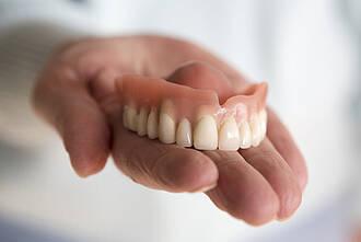 Prothese, dritte zähne, zahnprothese, altersmedizin
