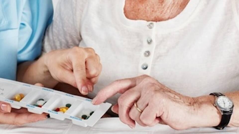 medikamente, arzneimittel, medikation, seniorin