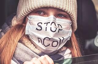 Coronavirus Frau mit Schutzmaske