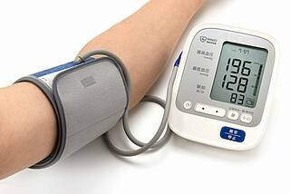 Blutdruckmessgerät - hohe Werte.