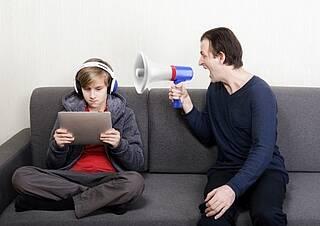 Kopfhörer können auch bei geringer Lautstärke das Hörvermögen beeinträchtigen