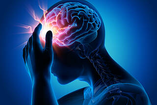 Bei einer Hirnvenenthrombose ist der Blutabfluss gestört– das Gehirn schwillt an, der Hirndruck steigt