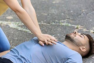 Wiederbelebung, Herzstillstand, Herzdruckmassage