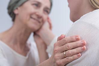 Nach einer neuen Studie ist die Radiochemotherapie auch für ältere Patienten mit Glioblastom geeignet. Das könnte sich bald in den Leitlinien niederschlagen