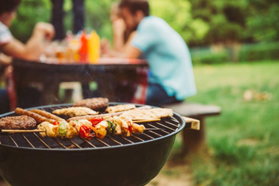 grillen, grillsaison, barbecue, fleisch, lebensmittelinfektionen