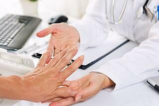 Nebenwirkungen und entzündliches Rheuma unter Kontrolle: SEMIRA-Studie zeigt, dass das frühzeitige  Absetzen von Kortison gelingen kann