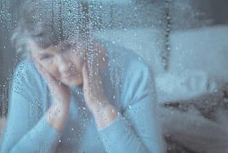 Besonders Frauen im mittleren Alter leiden unter Einsamkeit, jede zweite davon hat Depressionen