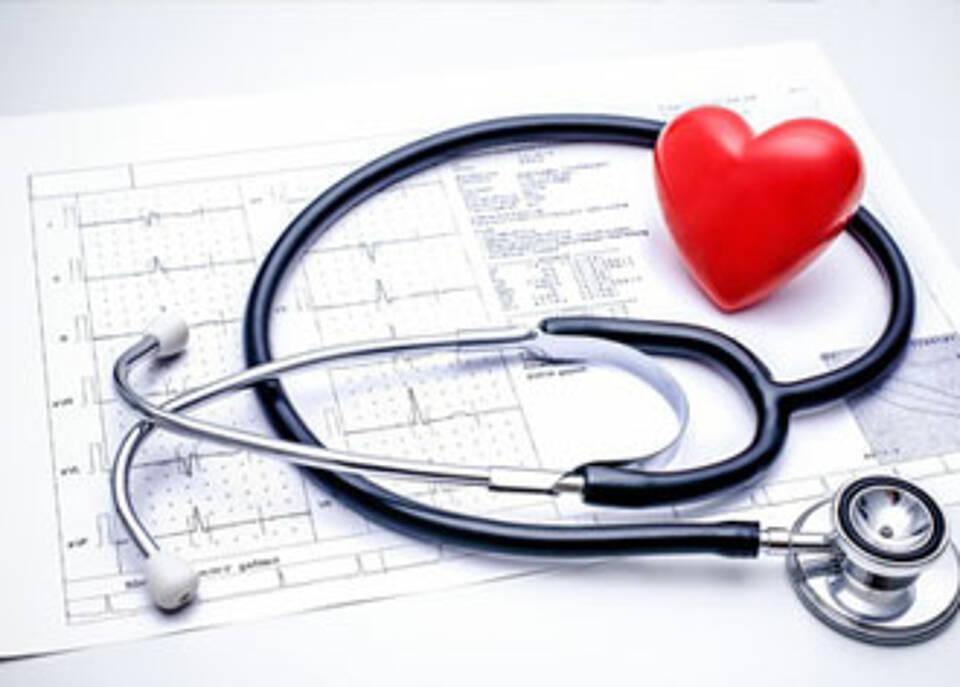 Schlaganfall Studie: Langzeit-EKG spürt effektiver vorübergehendes Vorhofflimmern auf
