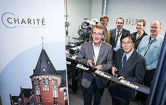 """Charité geht mit NIKON eine neue Industriepartnerschaft ein: das erste Nikon Centre of Excellence mit dem Schwerpunkt """"Live Cell Imaging"""" in Deutschland"""