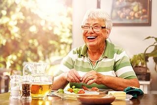 Du bist, was Du isst: Eine gesunde Ernährung kann vor Eiweißablagerungen im Gehirn und Hirnvolumenverlust schützen