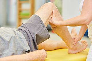 Schmerzgesellschaft kritisiert Versorgung von Patienten mit chronischen Schmerzen: Zu viele Medikamente, zu wenig Bewegungsanreize