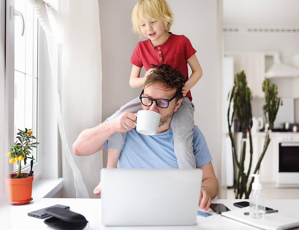 Gesund ist das nicht: Die Arbeit im Homeoffice wird laut DAK zu einem Gesundheitsrisiko
