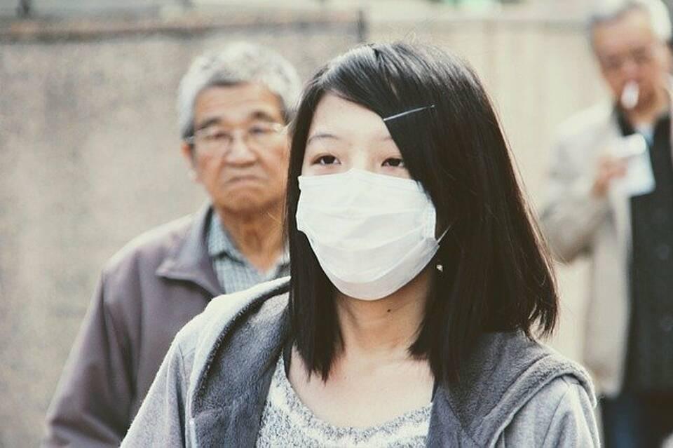Die Menschen in China fürchten sich vor einer Ansteckung mit dem neuartigen Coronavirus. Viele Tragen einen Mundschutz
