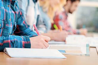 ADHS-Patienten haben Mühe, sich zu konzentrieren. Die Verhaltenstherapie bringt ihnen Strategien bei