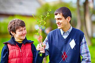 Die Pflege von Menschen mit Frontotemporaler Demenz wird als zermürbend und nervenaufzehrend erlebt. Darum gibt es am 1. September eine Angehörigenkonferenz in München