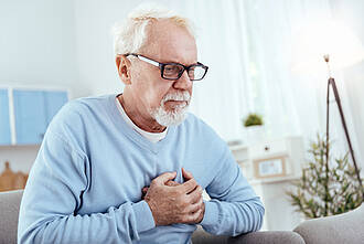 herzinfarkt, herzprobleme, herzkrank, älterer mann, senior