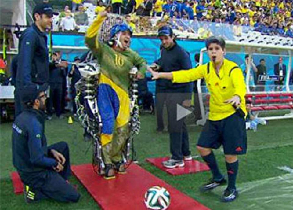 Exoskelett bei der WM 2014 in Brasilien: Gewisses Maß an Bewegungskontrolle wiedergewonnen