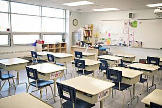 Leeres Klassenzimmer wegen Coronavirus: In Deutschland ist eine kontroverse Diskussion um Schulschließungen entbrannt