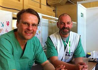 Zwei, die in Tempelhof Flüchtlinge medizinisch versorgen: Dr. Lindner (links), Dr. Weber (rechts) sind Infektionsmediziner und arbeiten normalerweise am Vivantes Auguste-Viktoria-Klinikum