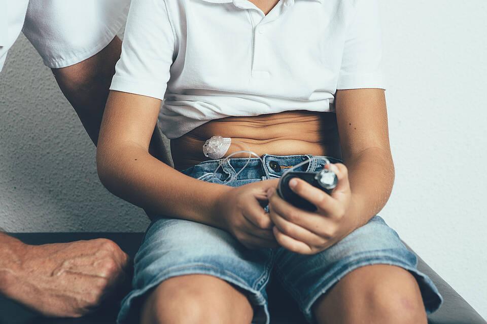 Kinder und Jugendliche mit Diabetes Typ 1 profitieren vom frühzeitigen Einsatz einer Insulinpumpe