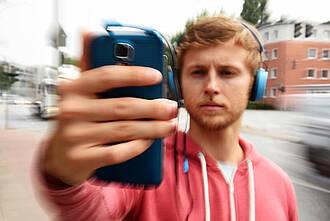 """Generation Smartphone: """"Immer online"""" führt zu digitalem Stress"""