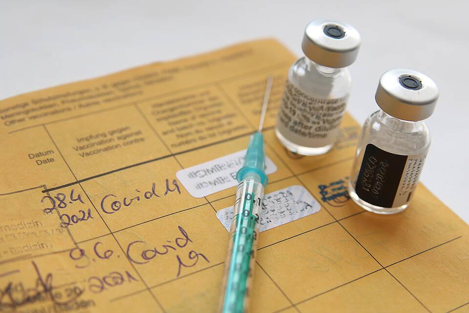 Die meisten Geimpften sind gut vor einer Covid-Erkrankung geschützt. In Einzelfällen kann es zu einem schweren Krankheitsverlauf kommen