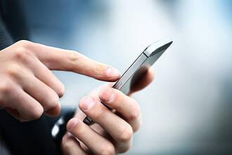 Passt auf jedes Smartphone: Das elektronische Substitutionstagebuch Haemoassist hat die Dokumentation und Therapieüberwachung bei Hämophilie sehr vereinfacht