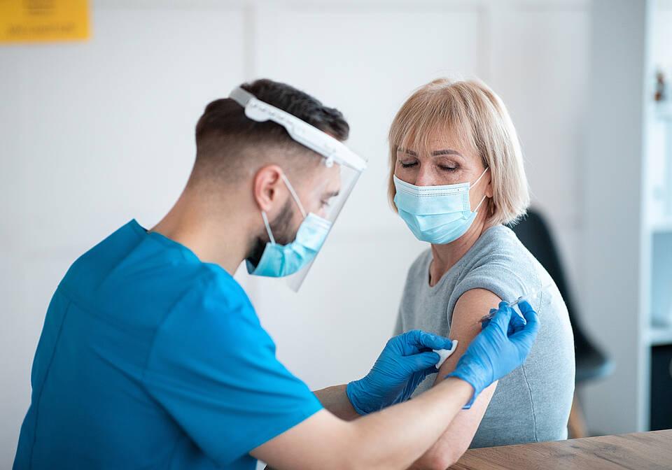 Menschen mit bestimmten Krankheiten können früher geimpft werdene Patienten können