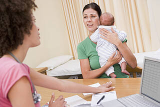 Das telemedizinische Expertenkonsil PädExpert soll die Versorgung von Kindern mit seltenen Erkrankungen verbessern. Der bundesweite Start erfolgt im Juli