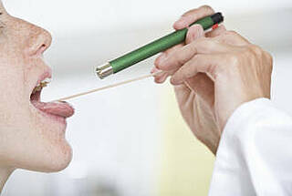 HPV-bedingte Kopf-Hals-Tumoren haben eine bessere Prognose. Aber die Therapie ist oft mit langfristigen Nebenwirkungen verbunden