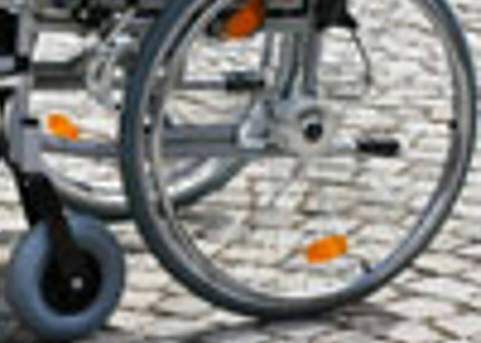 Wie kommt ein Rollstuhlfahrer ins Auto?