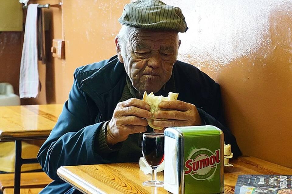 Alter, essen in Gemeinschaft