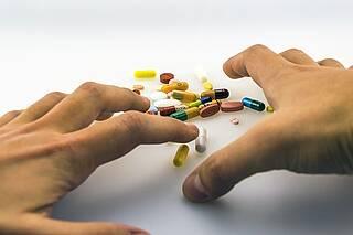 Bei rund 1,6 Millionen Menschen in Deutschland liegt eine Schmerzmittelabhängigkeit vor