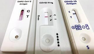 Sars-CoV-2-Antigen-Schnelltests drei verschiedener Hersteller.