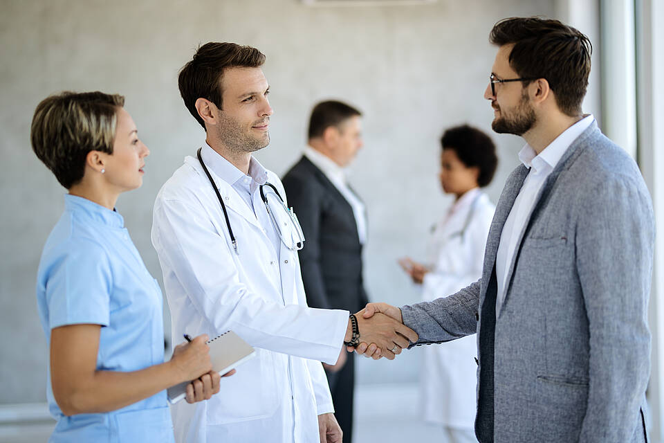 Personalnotstand in Kliniken dehnt sich bis auf die Managementeben aus