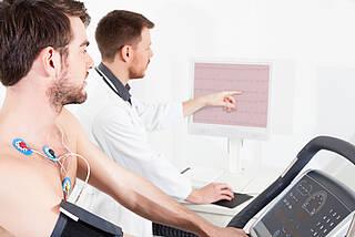 Erwachsener mit angeborenem Herzfehler: Nur die wenigsten suchen einen EMAH-Spezialisten auf.
