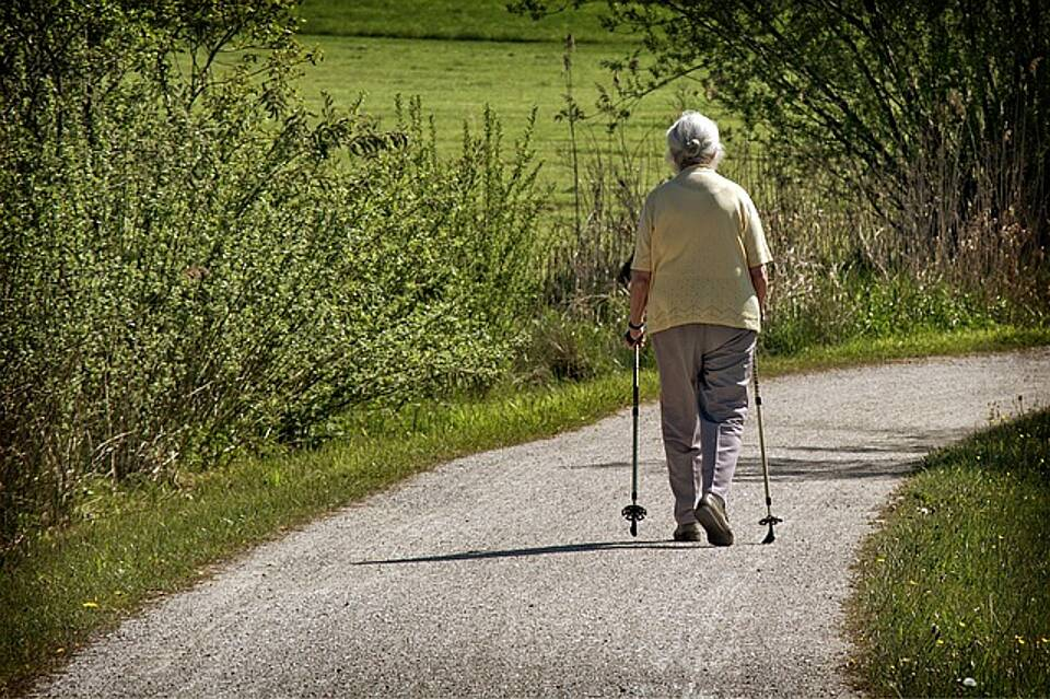 Walken bis ins hohe Alter: Mit das Beste, was man gegen altersbedingten Muskelabbau tun kann