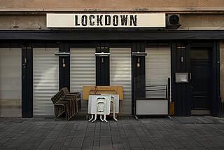 Berlin setzt bei seinen neuen Corona-Regeln auf Tests, FFP2-Maskenn und mehr Home-Office. Kneipen bleiben aber dicht