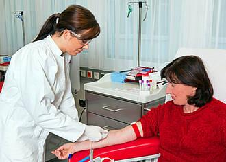 Übergewichtige Menschen können Blut spenden