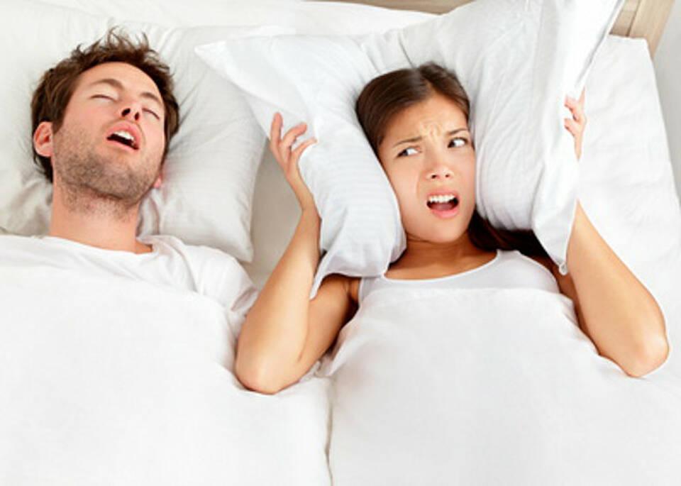 Schnarchen belastet Partnerschaft und Gesundheit