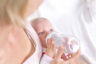 Muttermilchbanken für Frühgeborene sind eine Alternative zur künstlichen Säuglingsnahrung