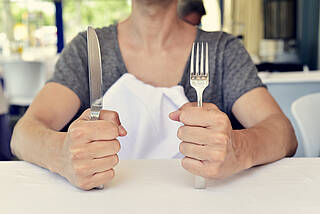 Ist der Rezeptor für das Sättigungsgefühl gestört, haben Betroffene ständig Hunger