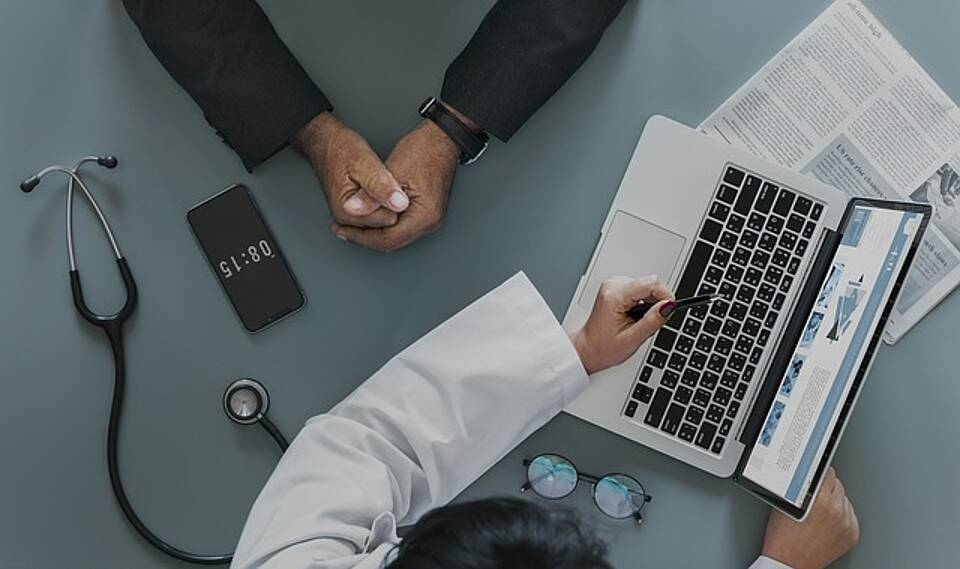 Ärzte klagen gegen Correctiv und die Datenbank Euros für Ärzte.