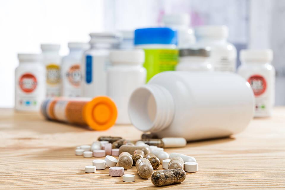 Stichproben zeigen, dass jedes zweite Nahrungsergänzungsmittel zu viel Vitamine oder Mineralstoffe enthält