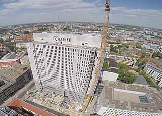 Bettenhochhaus und Neubau am Charité Campus Mitte: Eröffnung bis Jahresende scheint zu klappen