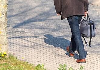 Zu Fuß zur Arbeit sinnvoller als Diäten